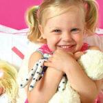 Pink and pastels little girls bedroom tour. Cloud lights, flower rug and bunting | Blogger Homes Lets talk mommy MM bedroom